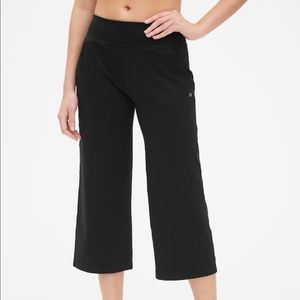 NEW Gap Fit Wide Leg Crop Yoga Pants 'Eclipse'